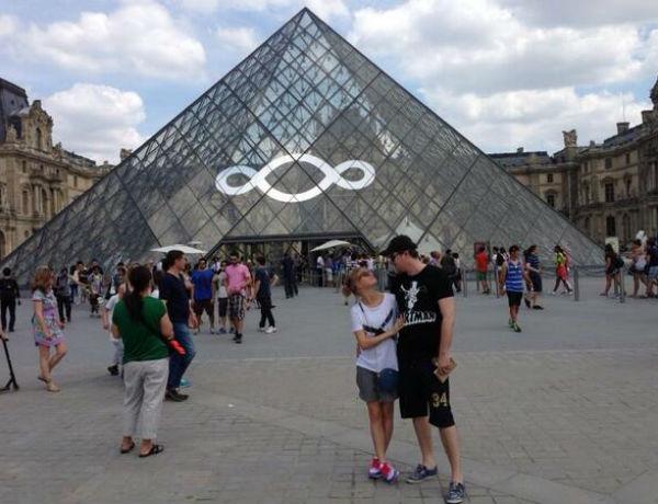 Прилетев в Париж, Асмус и Харламов не могли не пойти в Лувр