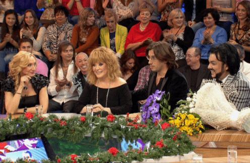 На эфире «Сегодня вечером», посвященном 25-летию «Встреч», рядом с Примадонной сидели самые близкие люди