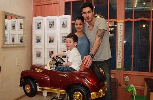 Юлия и Тигран Салибековы с сыном Роланом