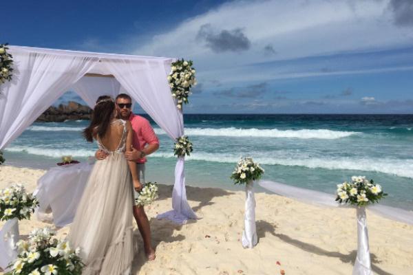 В 2016 году Элла и Игорь провели медовый месяц на Мальдивах