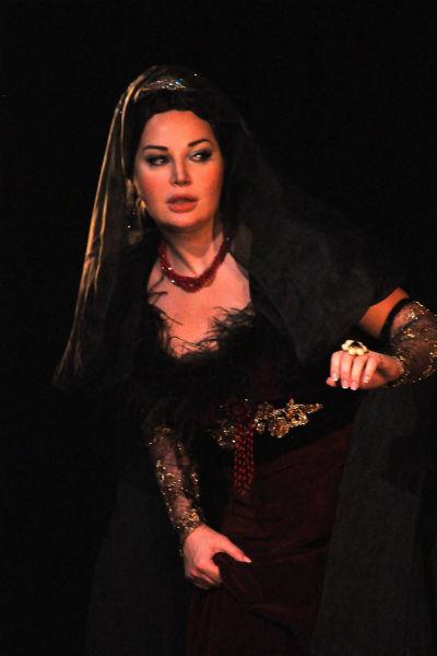 Мария во время выступления на сцене