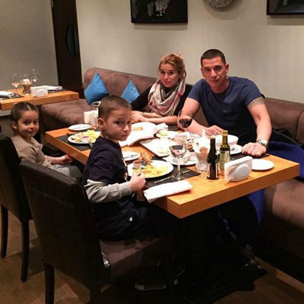 Теперь Ксения с семьей сможет хоть в собственный ресторан