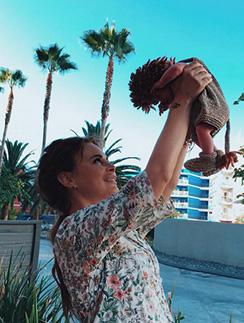 Саша Зверева с новорожденным Львом