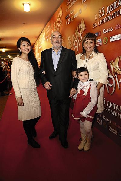 Алексей Петренко с третьей женой Азимой и дочкой Меланией