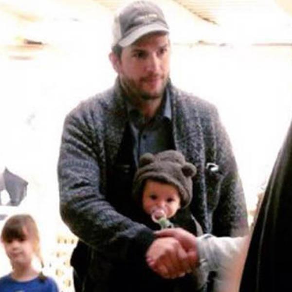 Эштон Катчер на прогулке с дочкой