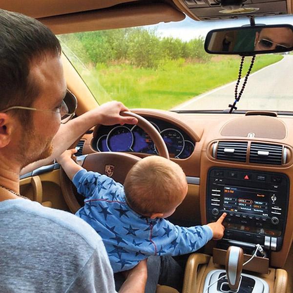Мальчик много времени проводит с отцом