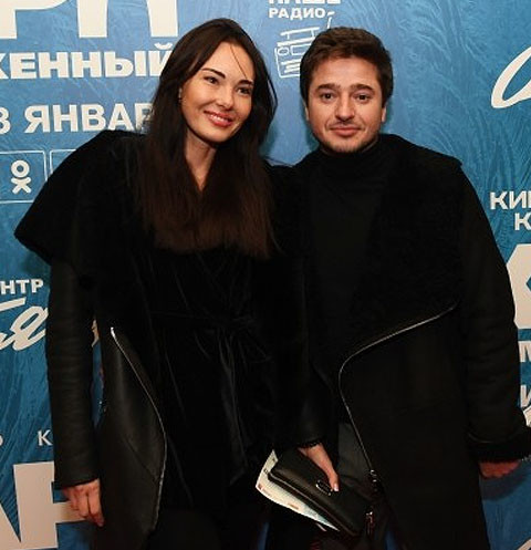 Иван Стебунов со спутницей