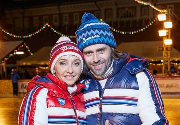 Татьяна Навка и Петр Чернышев представили отрывок мюзикла на ГУМ-катке