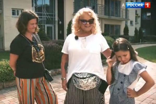 Лариса Долина с дочкой и внучкой