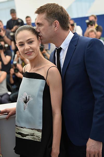 Актер не смог удержаться и поцеловал партнершу
