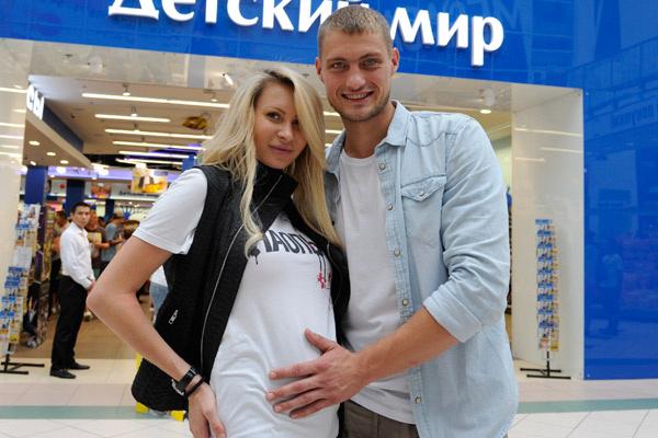 Так Элина выглядела в середине беременности