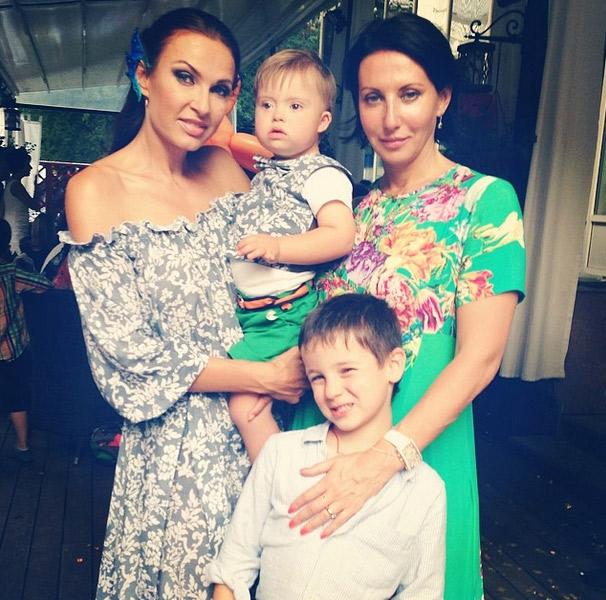 Эвелина Бледанс с сыном Семеном и Алика Смехова с сыном Макаром