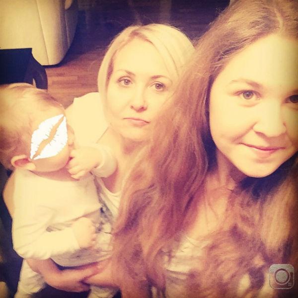 Семейное селфи мамы с детьми