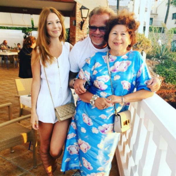 Муж Наташи Владимир Пресняков сразу попросил разрешения называть тещу мамой