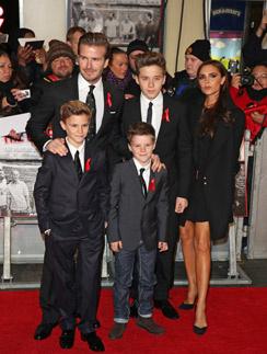 Дэвид и Виктория Бекхэмы с сыновьями: Бруклином, Ромео и Крузом