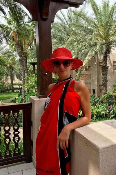 Татьяна Навка в красном наряде в день своего рождения