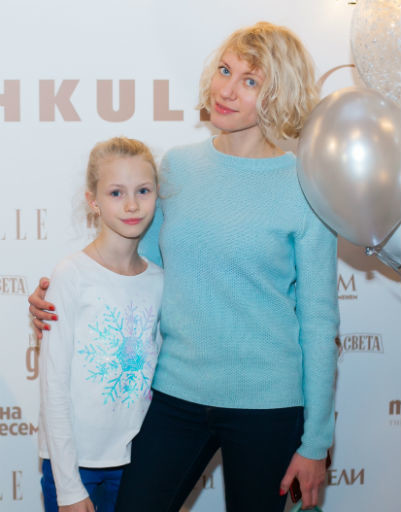Мария Телятникова с дочкой