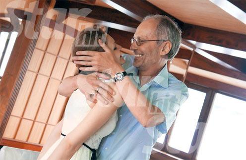 Александр и Нина расписались в декабре 2011 года, а свадьбу (на фото) сыграли в июле 2012-го на теплоходе «Анна Каренина»