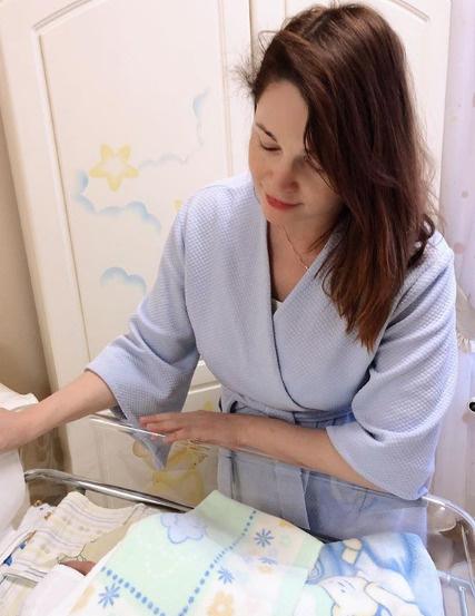 О рождении сына актриса рассказала в своем микроблоге