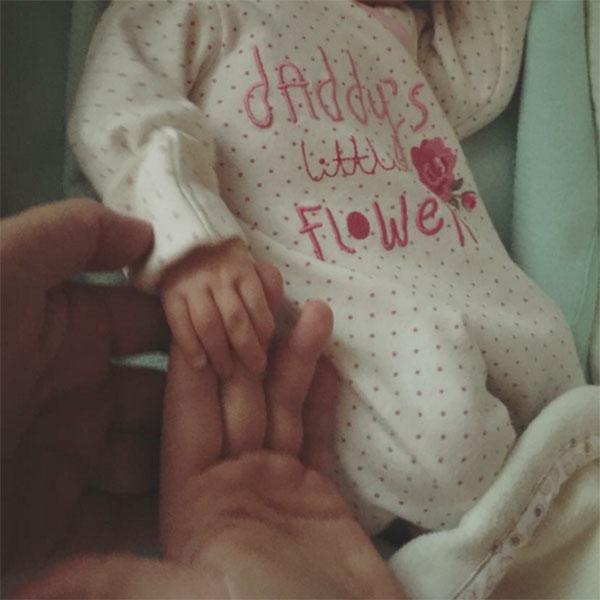 «Сегодня нашей крошке-хаврошке исполнился месяц. Поздравляем тебя, доченька!», - написала Юлия Проскурякова