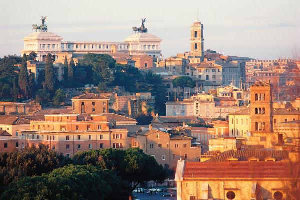 Один из семи  холмов, на  которых построен  Рим