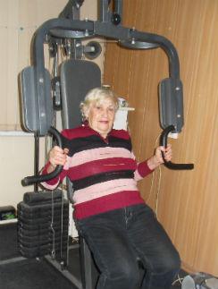 Галина Дмитриевна качает мышцы к встрече с Терминатором