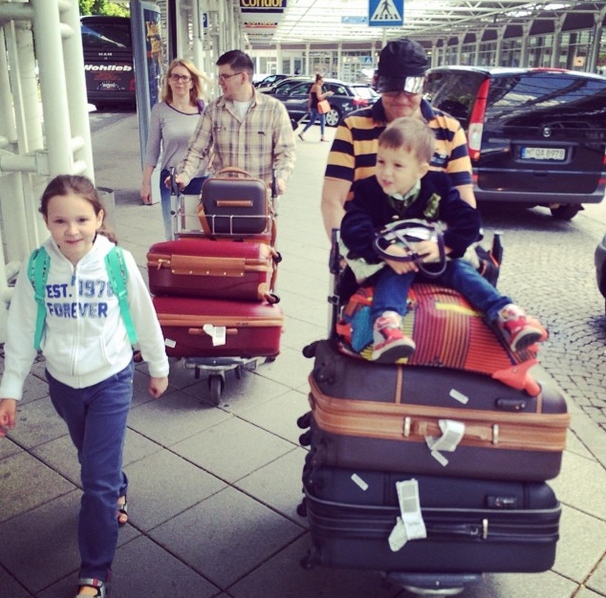Семья прибыла в аэропорт Мюнхена