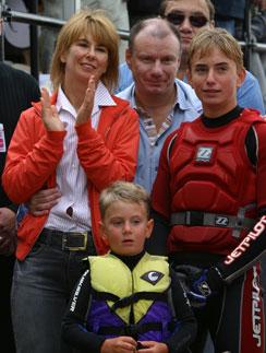 Наталья и Владимир Потанины со старшим сыном Иваном и младшим сыном Василием. 2004 год