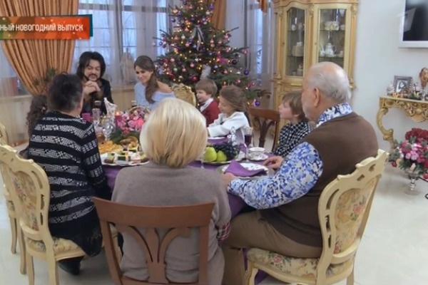 За торжественным ужином собралась вся семья
