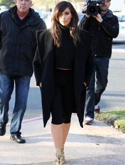 Готовясь к свадьбе, Ким вернула темный цвет волос