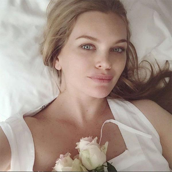«Мама», - лаконично сообщила Елена Кулецкая под этим фото