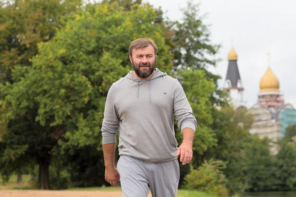 Прежде чем согласиться на роль монаха Лавра в фильме «Вурдалаки», Пореченков получил благословение у духовника