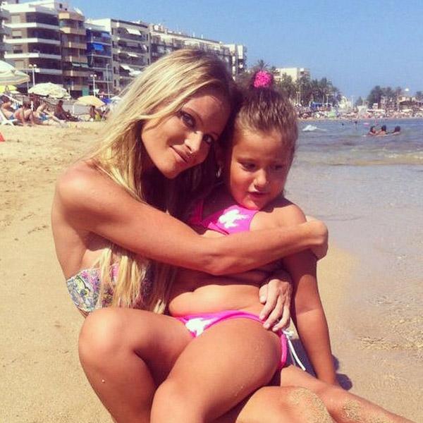 Эту фотографию Даны с дочкой опубликовала в своем Инстаграме ее подруга Анастасия Волочкова