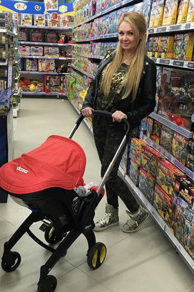 Дарья Пынзарь ходит с Давидом по магазинам
