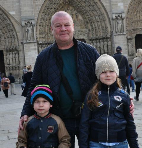 Актер сходил с детьми на экскурсию в Нотр-Дам де Пари