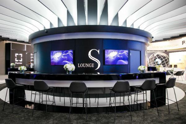 Кафе Mercedes-Benz S-Lounge