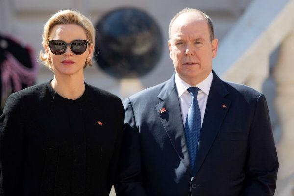 Князь Альбер II с женой Шарлин
