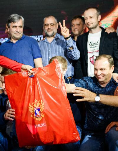 Экипировка от официального спортивного бренда Федерации хоккея России «Красная машина»