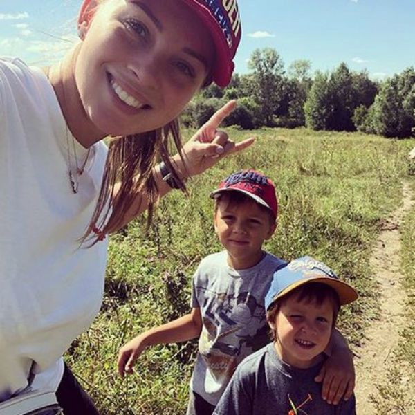 Полина Диброва с младшими сыновьями