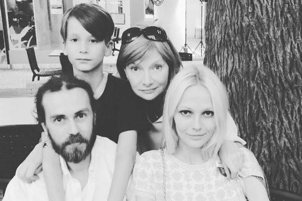 Кирилл Толмацкий с семьей
