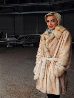 Юлия и самолет
