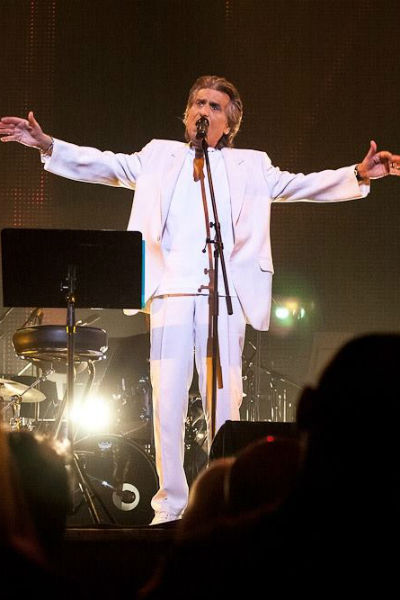 Артист дает по несколько концертов в месяц