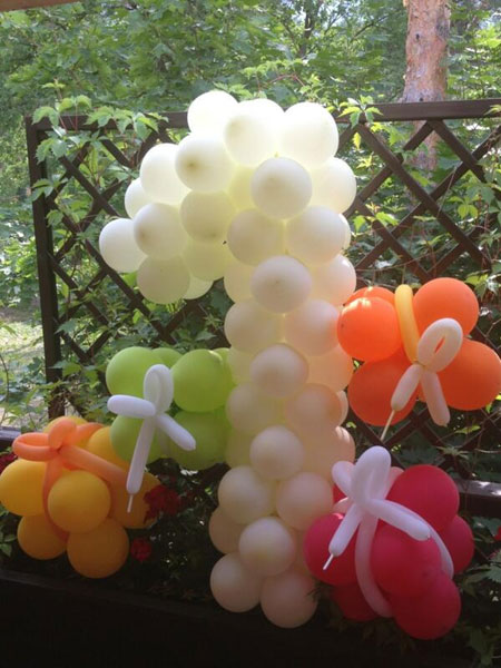 Цифру 1 в честь именинника выложили из воздушных шаров