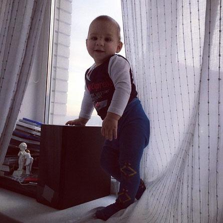 Маленький Роберт дома у мамы в Москве