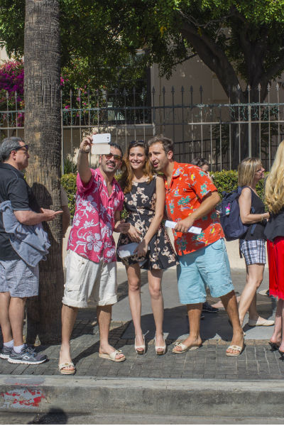 Туристы ждут начало премии