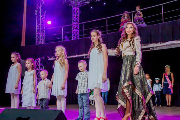 На прошлогоднем  конкурсе «Миссис Санкт-  Петербург» дети вышли на  сцену с мамой