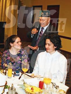 Равиль часто сопровождает Дину. На фото – пара на татарском национальном празднике «Боз озату» в Саратове. 30 марта 2013 года
