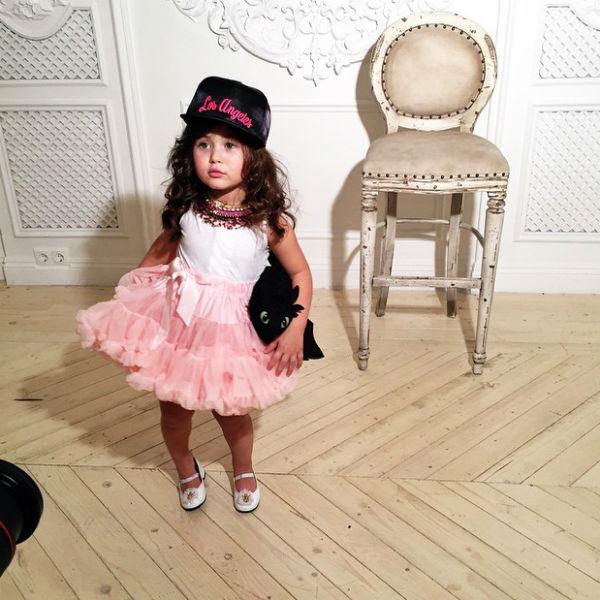 Трехлетней Ариеле не привыкать к роли модели - мама с папой фотографируют ее каждый день