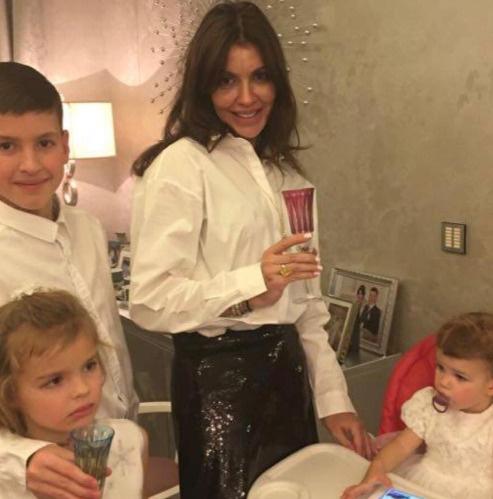Алиса Казьмина с детьми