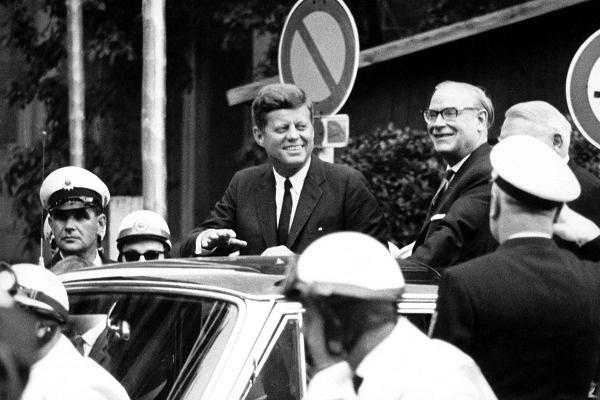 Связь с Монро могла стоить Джону Кеннеди политической карьеры